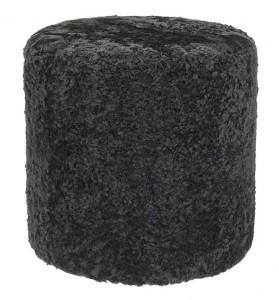 sittpuff med fårskinn i svart ull